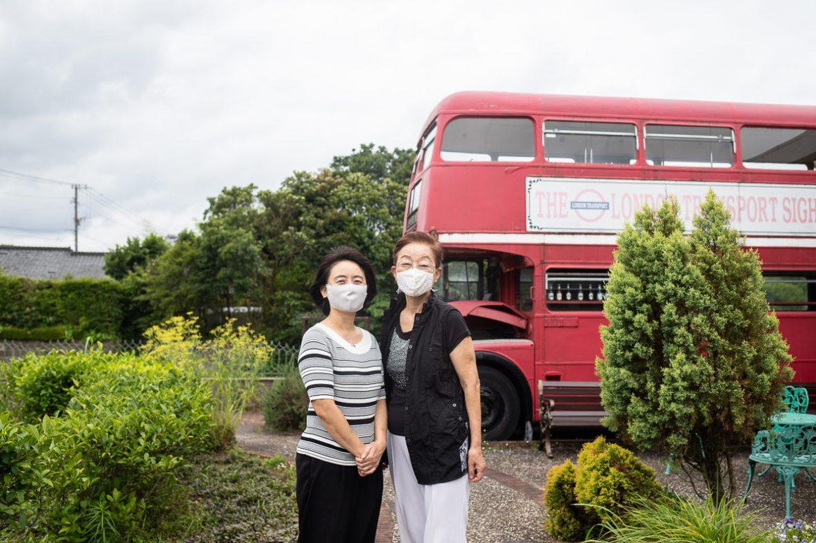 ▲館長の田中真紀さん(左)に、紅茶製造担当の田中京子(右)さん