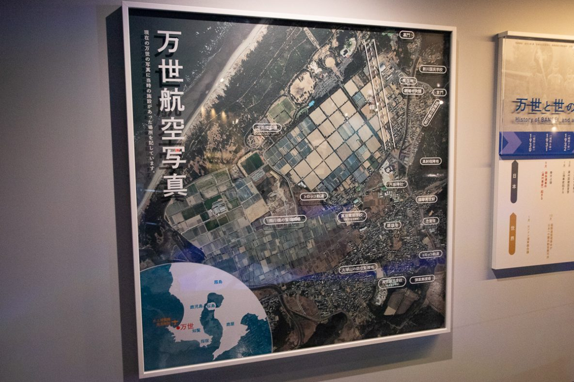 ▲現在の万世に、当時の施設の位置を重ねた航空写真