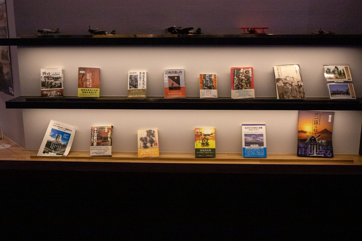 ▲館内に置かれた書籍や印刷物から、苗村七郎氏の取り組みや思いを知ることができます